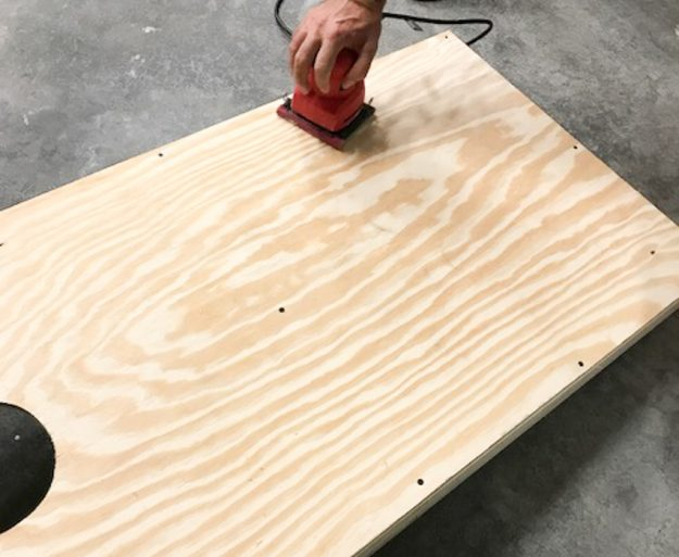 Great easy DIY version of how to make custom cornhole boards - step by step process that walks you through it from beginning to end. Awesome beginner project